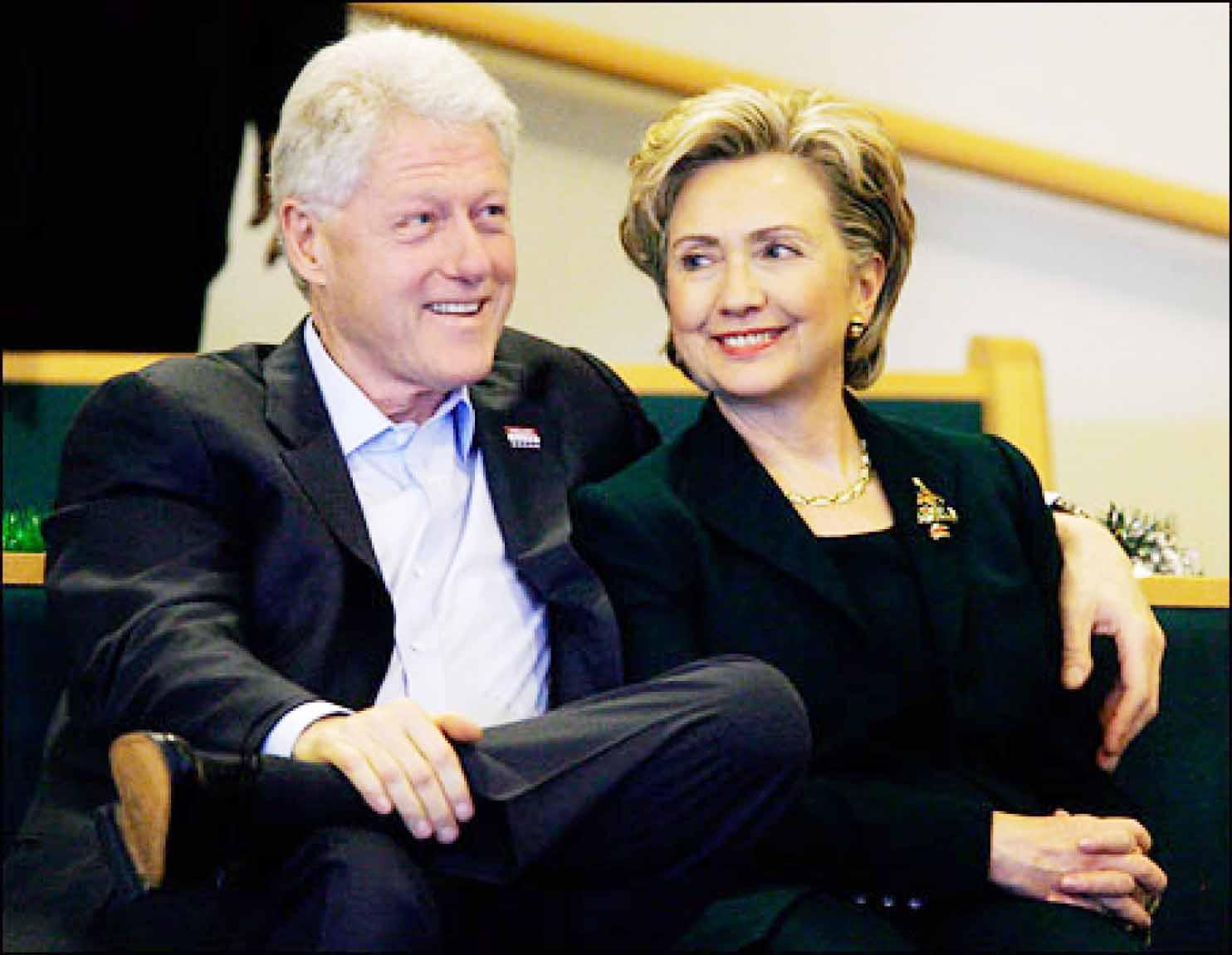 هيلاري كلينتون رفقة زوجها بيل كلينتون - ارشيف